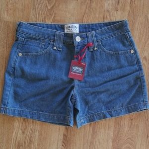 NWT Misses Size 10 Levi Signature jean Shorts